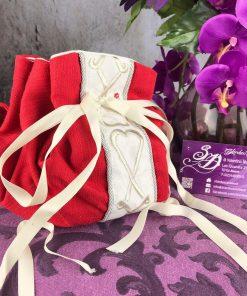 borsetta rossa ricamo bianco a cuori